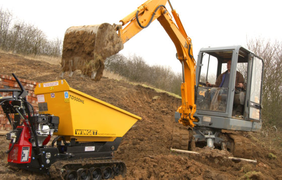WINGET TD500HL HIGH LIFT TRACKED DUMPER WORKING WITH DIGGER